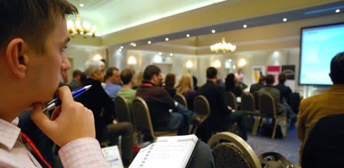 Presentation lors d'un seminaire d'entreprise