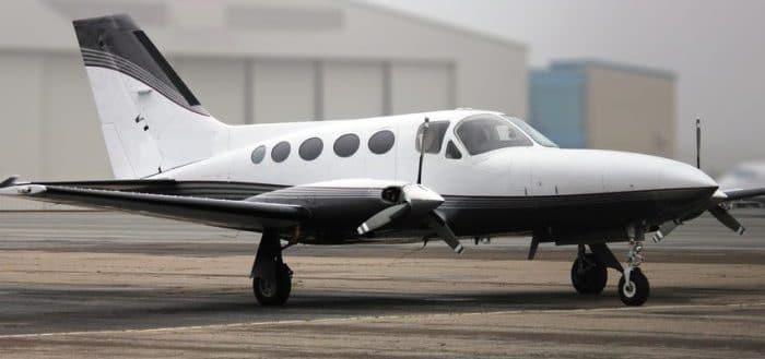 Photo d'un avion taxi dédié pour une livraison urgente