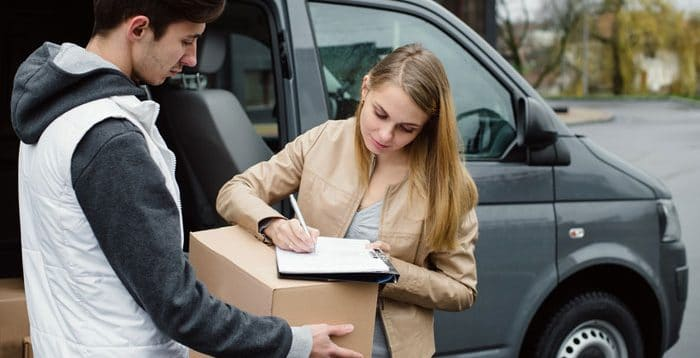 signature du recepisse de livraison d'un coursier voiture
