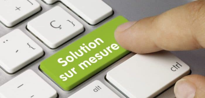 "Photo d'un clavier avec une touche ""Solution sur mesure"""