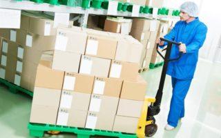 Manutention de produits pharmaceutiques avec un transpalette