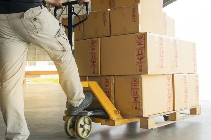 Comment faire transporter un colis lourd rapidement ?